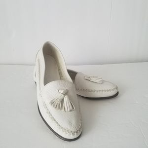 New Cole Haan white leather women's shoes Size 6,5